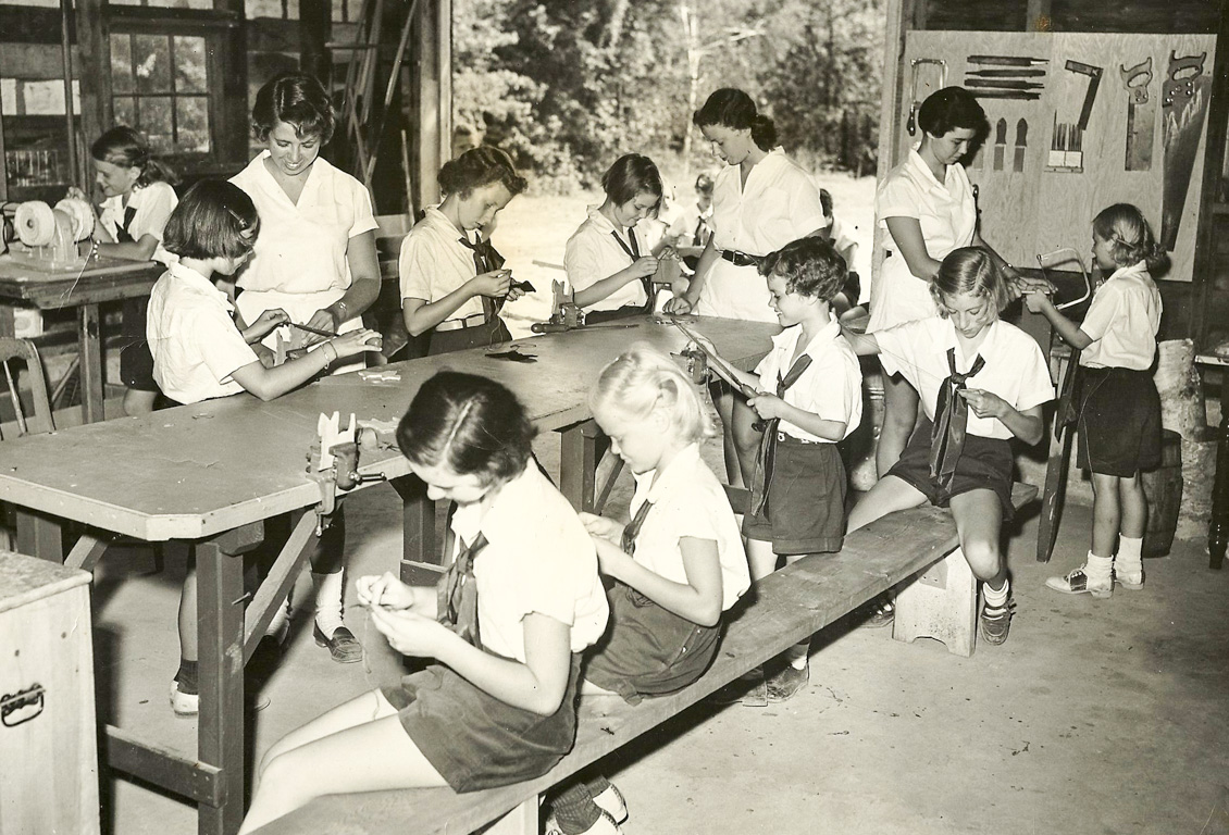 Black and white photo of Chinqueka campers in craft shop